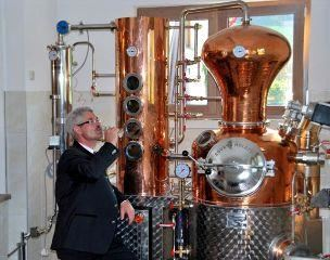 Show-distilling at the